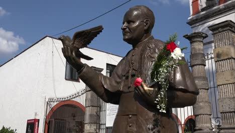 Mexico-Tlaquepaque-Statue-John-Paul-Ii-Holding-Flowers