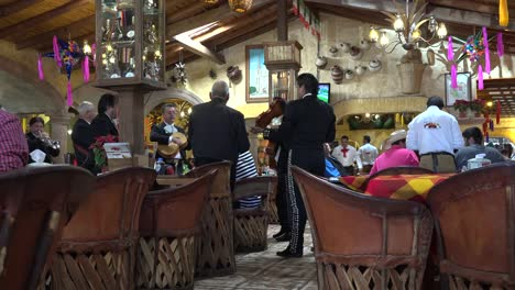 Mexico-Mariachis-In-Resturant