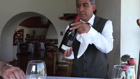 Mexico-Waiter-Pours-Wine