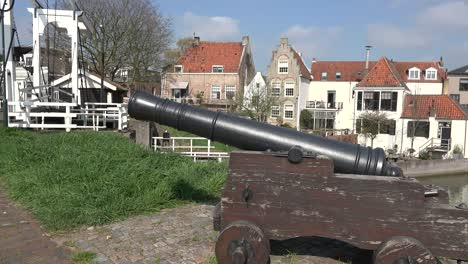 Netherlands-Schoonhoven-Cannon-By-Drawbridge