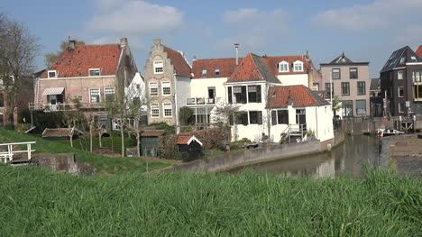 Países-Bajos-Schoonhoven-Casas-Canales-Bicicletas-Sartén-Derecha