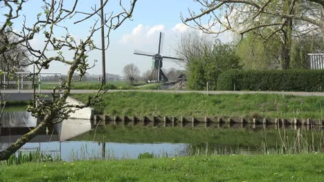 Netherlands-Windmill-And-Bicycle
