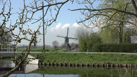 Netherlands-Windmill-Zoom-In