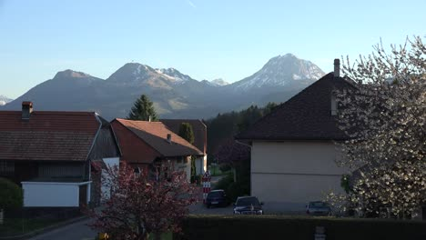 Switzerland-Early-Morning-Mountains-Above-Town