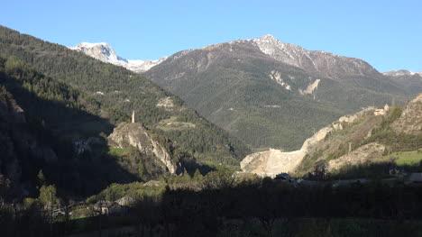 Vista-Alpina-De-Francia-Con-La-Torre-De-La-Iglesia-De-San-Julián-En-La-Mañana