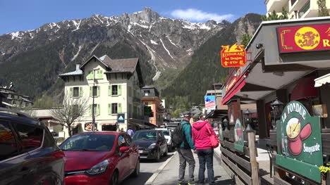 France-Chamonix-People-Checking-Out-Restaurant
