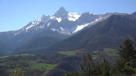 France-Gran-Tete-De-l-Obiou-View-With-Cirques