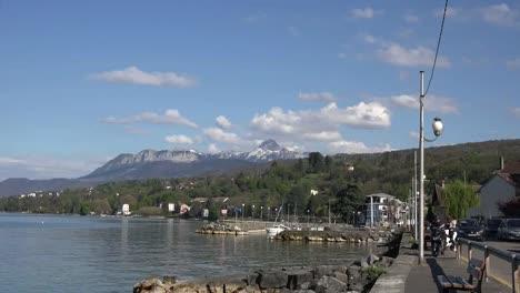 Francia-Lac-Leman-Se-Acerca-A-La-Montaña