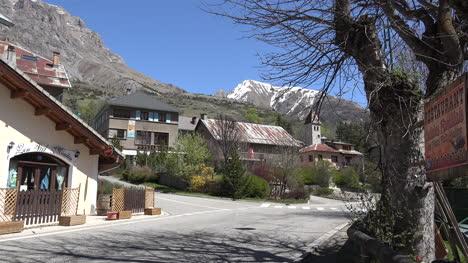 Francia-Iglesia-De-Meyronnes-Y-Pico-Nevado