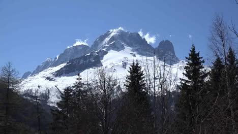 Francia-Mont-Blanc-Con-Briznas-De-Nubes-Acercar