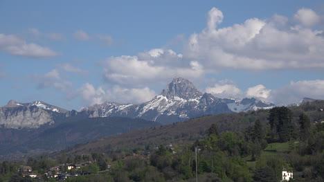 Francia-Pico-Alpino-Con-Lapso-De-Tiempo-De-Las-Nubes
