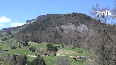Francia-Pendiente-Alpina-Con-Casas-Cerca-De-Flumet-L-Arly