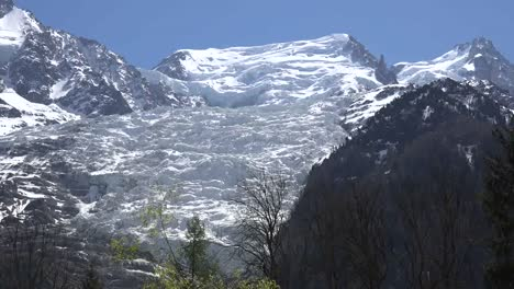 France-Les-Bossons-Glacier-Zooms-Out