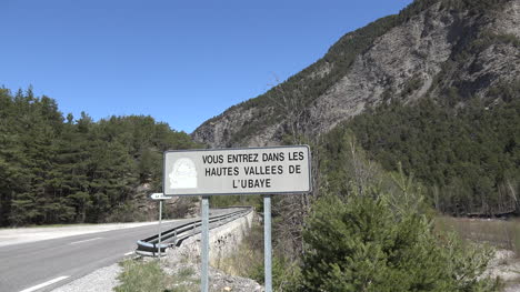 France-Sign-Says-Huates-Vallees-De-L-Ubaye