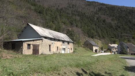 Francia-Casas-De-Piedra-En-N85