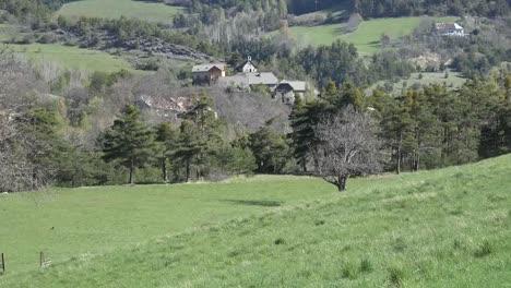 Francia-Se-Acerca-A-La-Aldea-En-Los-Alpes