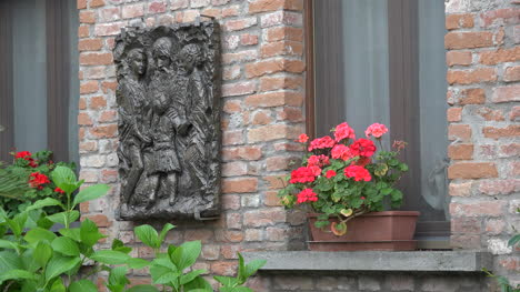 Italy-Flowers-In-Window-And-Plaque-On-Wall
