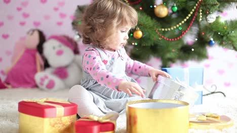 Baby-Girl-Is-Preparing-A-Christmas-Gifts