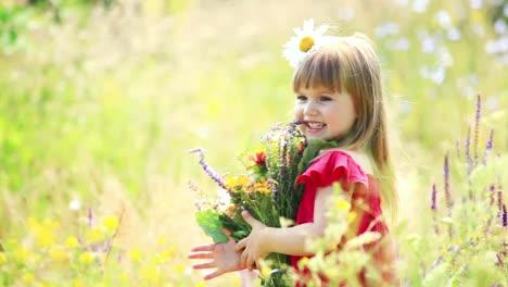 Hermosa-Chica-Girando-Con-Flores