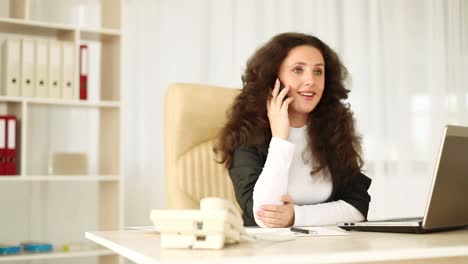 Business-Woman-In-Office-Talking-On-The-Mobile-Dolly-Hd