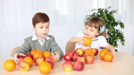 Children-On-The-Table-With-Fruit