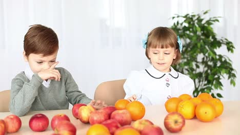 Children-Playing-With-Fruit