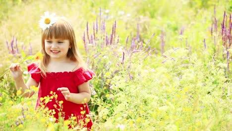 Niña-Que-Huele-Una-Flor-Amarilla