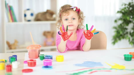Girl-s-hands-dirty-in-paint