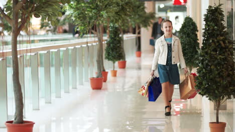 Girl-Walking-The-Hallway-In-The-Mall