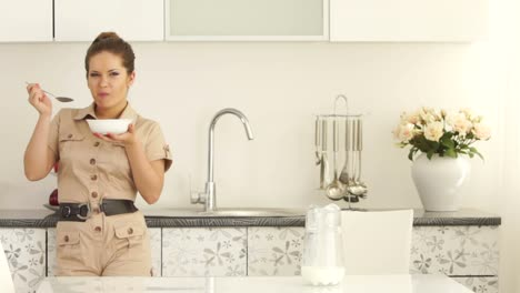 Young-Woman-Standing-In-The-Kitchen-And-Breakfast