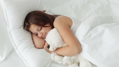 Bonita-Niña-Durmiendo-Abrazando-Oso-De-Peluche