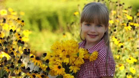 Close-Up-Retrato-De-Una-Niña-Con-Flores-Amarillas