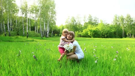 Mother-And-Baby-Cuddling-In-The-Grass-Dolly-Hd