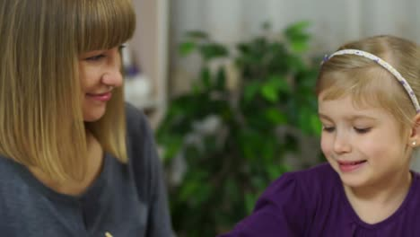 Mother-And-Daughter-Drawing-And-Smiling