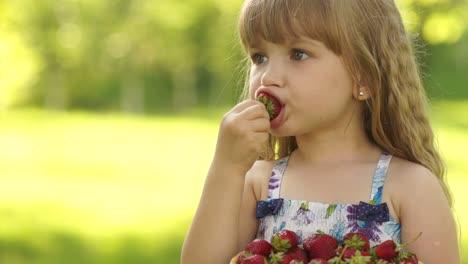 Smiling-Child-Eating-Strawberries