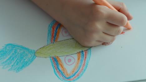 Niño-Dibujando-Un-Pájaro