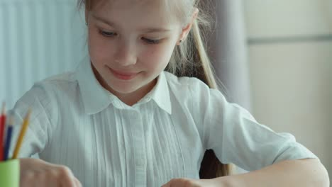 Closeup-Portrait-Child-Drawing-A-Picture-Zooming