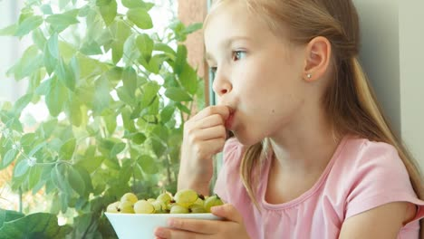Closeup-Portrait-Girl-Eating-Gooseberries-Zooming