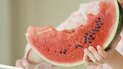 Extreme-Portrait-Girl-Eating-Watermelon