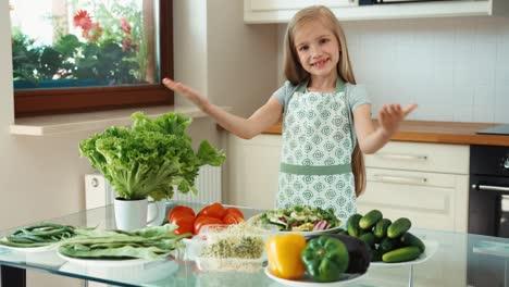 Mädchenkoch-Der-Gesundes-Essen-Fördert-Daumen-Hoch-Ok