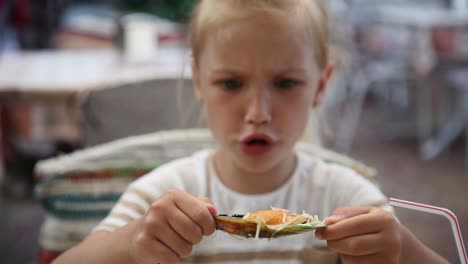Girl-Child-Meeting-With-Mussels-In-A-Fish-Restaurant