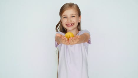Girl-Showing-And-Advertises-Lemon-And-Smiling-At-Camera