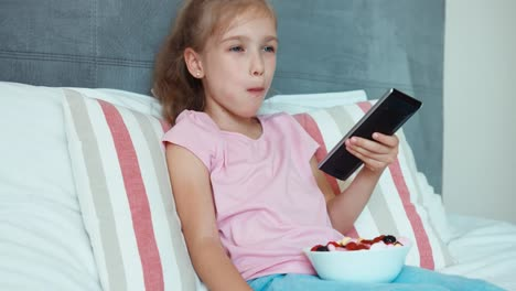 Laughing-Girl-Watching-Tv-And-Eating-Sweets-Big-Eyes-Child-Shocked-Tv