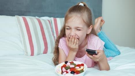 Laughing-Girl-Watching-Tv-Big-Eyes-Child-Shocked-Tv