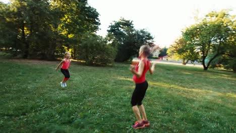Madre-E-Hija-Con-Saltar-La-Cuerda-13