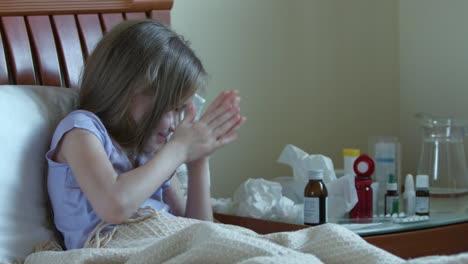Atención-Niño-Enfermo-Niña-De-7-Años-Toma-Vitaminas-Sin-Preguntar-A-Los-Adultos-01