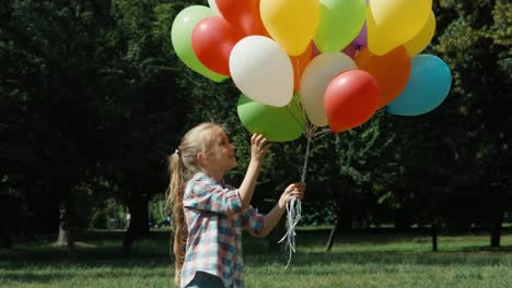 Portrait-Preschooler-Girl-Playing-With-Balloons
