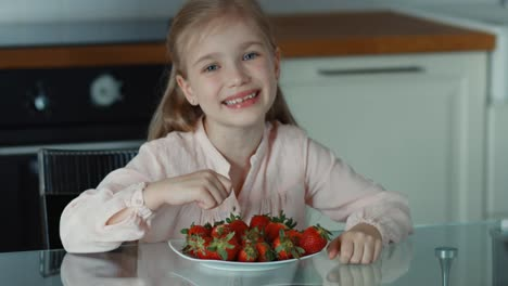 Thumbs-Up-Ok-Beautiful-Child-Girl-And-A-Large-Plate-Of-Strawberries