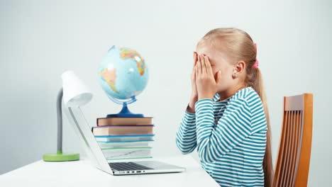Child-Shocked-By-The-Information-From-The-Internet