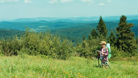 Little-Hiker-Girl-Using-Map-Tourist-Niño-With-Travel-Backpack-Standing